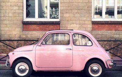 petite voiture vintage rose