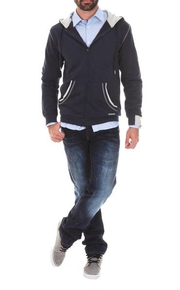 Le look school touch, un mélange casual et sportswear. Source image : Rue des hommes
