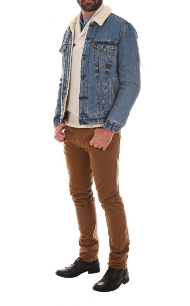 Cet hiver, le jean fait son grand retour ! Source image : Rue des Hommes